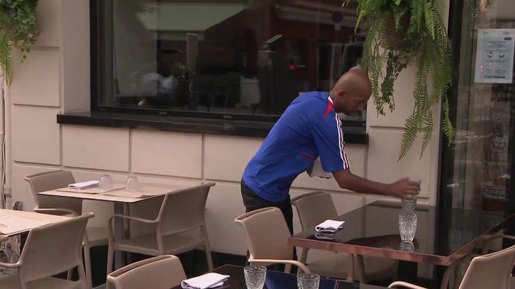 France-Portugal : les bars se préparent avant le choc de l'Euro 2021. (FRANCE 2)