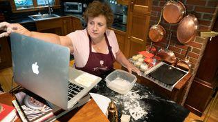 Cours de cuisine en ligne,dispensé par Jill Strauss, le 26 juin 2020 à Kennebunkport, aux Etats-Unis. (GETTY IMAGES)