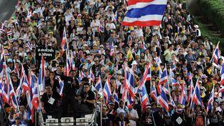Des manifestants antigouvernement, à Bangkok (Thaïlande), le 27 novembre 2013. (CHRISTOPHE ARCHAMBAULT / AFP)