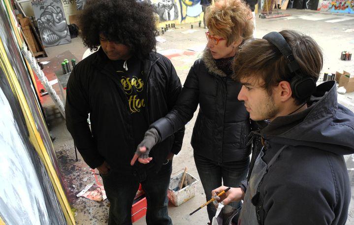 MAK1ONE et Katy Couprie au travail avec Ivan, étudiant  (Laurence Houot / Culturebox)