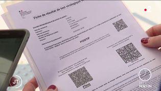 Un pass sanitaire. (France 2)