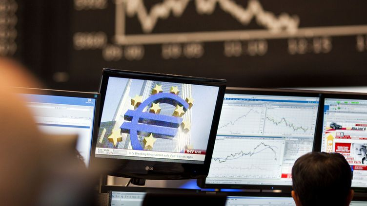 La Bourse de Francfort (Allemagne), le 1er novembre 2011. (FRANK RUMPENHORST / AFP)
