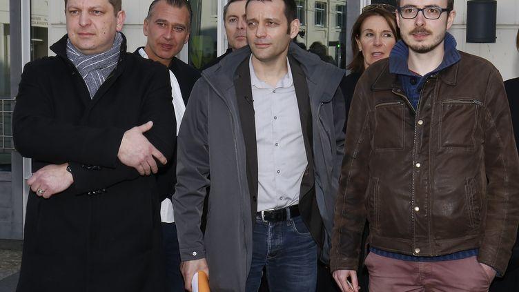 Les lanceurs d'alerte des Luxeaks Antoine Deltour (à droite) et Raphaël Halet (à gauche) ont été condamnés à des peines allégées le 15 mars. Le journaliste Edouard Perrin a été acquitté. Le procès en cassation a lieu le 23 novembre à Luxembourg. (JULIEN WARNAND / MAXPPP)