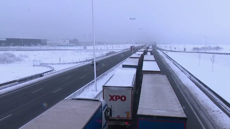 Des camions bloqués sur l'A1 dans les Hauts-de-France (CAPTURE ECRAN FRANCE 2)