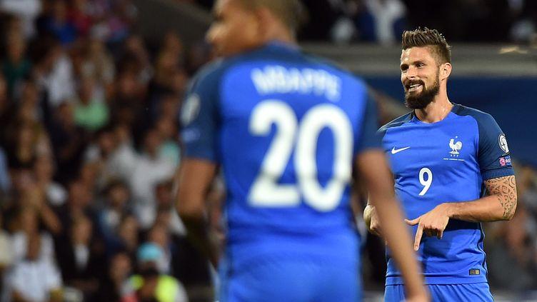 Olivier Giroud et Kylian Mbappé (REMY GABALDA / AFP)