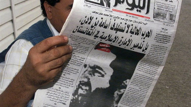 Portrait du mollah Omar en Une du quotidien algérien El Youm le 28 octobre 2001 (AFP Hocine)