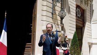 Francois Hollande le 21 juin sur le perron de l'Elysée fac à al presse (ALAIN JOCARD / AFP)