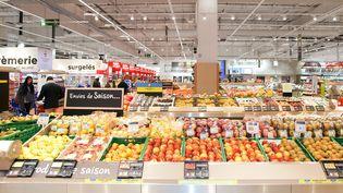 Un rayon de fruits et légumes dans un supermarché à Douai-Flers (Nord). (MAXPPP)