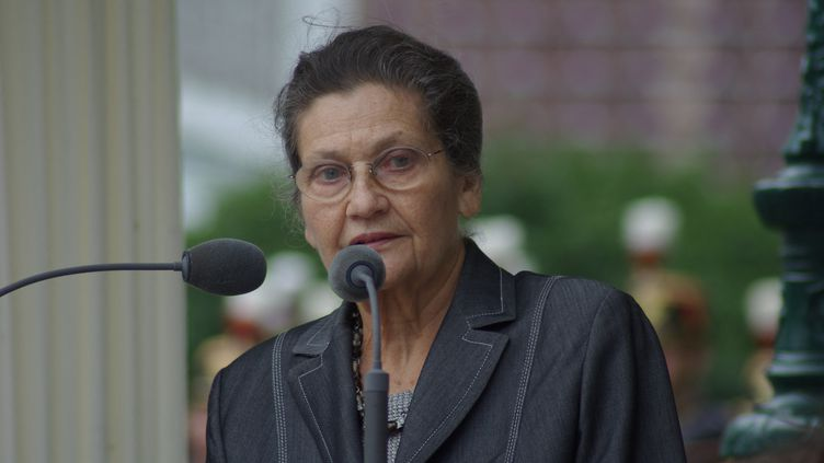 Simone Veil lors de laJournée nationale à la mémoire des victimes des crimes racistes et antisémites de l'Etat français et d'hommage aux Justes de France, à Paris le 20 juillet 2008 (NATHANAEL CHARBONNIER / FRANCEINFO / RADIO FRANCE)