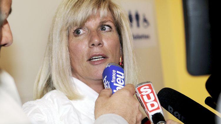 La députée socialiste Sylvie Andrieux répond à des journalistes, le 3 mai 2011 à Marseille (Bouches-du-Rhône). (GERARD JULIEN / AFP)