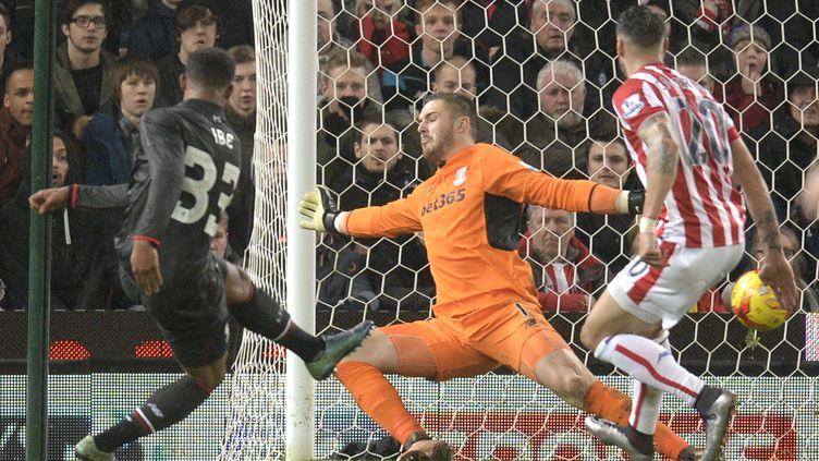 Jordan Ibe, buteur avec Liverpool contre Stoke en demi-finale de la Coupe de la Ligue anglaise (OLI SCARFF / AFP)