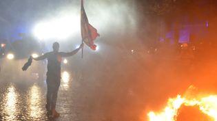 Des affrontements ont eu lieu avec la police lors d'une manifestation anti-G20 à Hambourg (Allemagne), le 6 juillet 2017. (CHRISTOF STACHE / AFP)