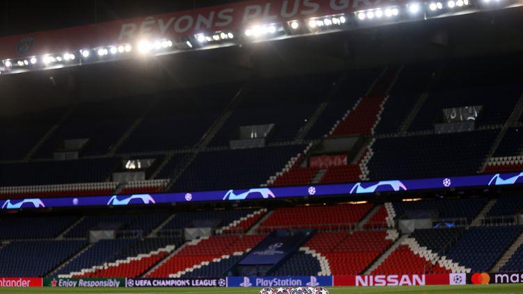 Les matches des compétitions sportives pourraient désormais se jouer à huis clos (GETTY/UEFA)