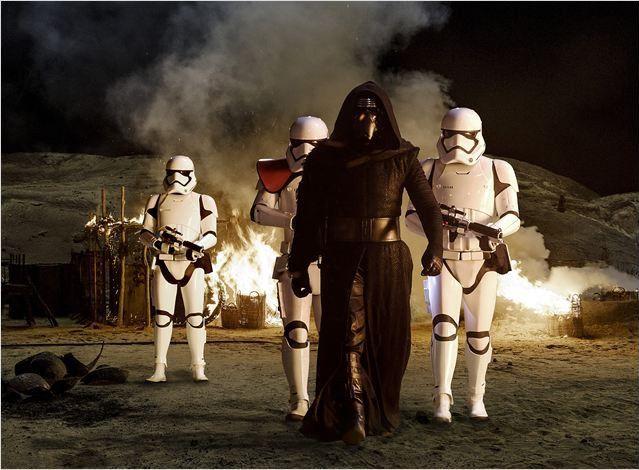 """Kylo Ren (Adam Driver) dans """"Star Wars 7 : Le Réveil de la Force""""  (Lucasfilm 2015)"""