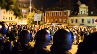 La police face aux manifestants anti-migrants à Bautzen, dans le Land de Saxe, en Allemagne, le 15 septembre 2016. (XCITEPRESS / DPA / AFP)