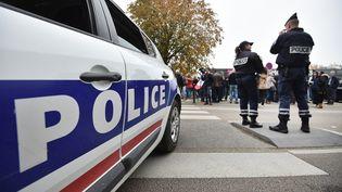 Deux policiers à Nantes (Loire-Atlantique), le 26 octobre 2016. (JEAN-SEBASTIEN EVRARD / AFP)