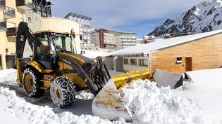 Premières neiges dans les Hautes-Pyrénées à La Mongie, connue pour le Tour Malet, le 22 novembre 2015. (LAURENT DARD / MAXPPP)