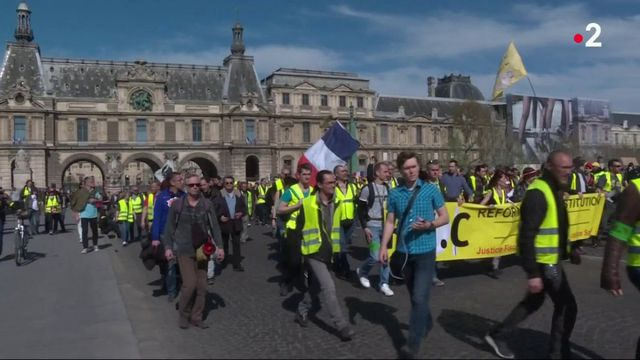 """Emmanuel Macron : un pas vers les """"gilets jaunes"""""""