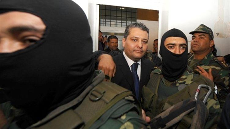 Imed Trabelsi, neveu de la femme du président déchu Ben Ali, lors de son arrivée au tribunal, le 20 avril. (AFP PHOTO / FETHI BELAID)