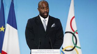 """Les sportifs (sur la photo le judoka Teddy Riner) doivent respecter la charte olympique qui stipule qu'""""aucune sorte de démonstration ou de propagande politique, religieuse ou raciale n'est autorisée dans un lieu, site ou autre emplacement olympique"""". (YOAN VALAT / POOL)"""