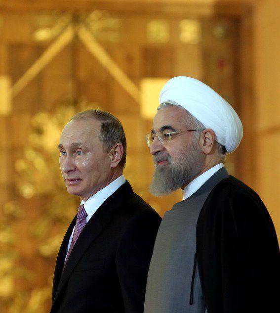 Vladimir Poutine et le président iranien Rohani, lors de la première visite en huit ans du président russe en Iran en novembre 2015. (ATTA KENARE / AFP)