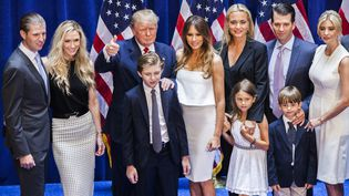 Donald Trump pose avec sa famille, après avoir annoncé sa candidature aux primaires républicaines, le 16 juin 2015 à New York (Etats-Unis). (CHRISTOPHER GREGORY / GETTY IMAGES NORTH AMERICA / AFP)