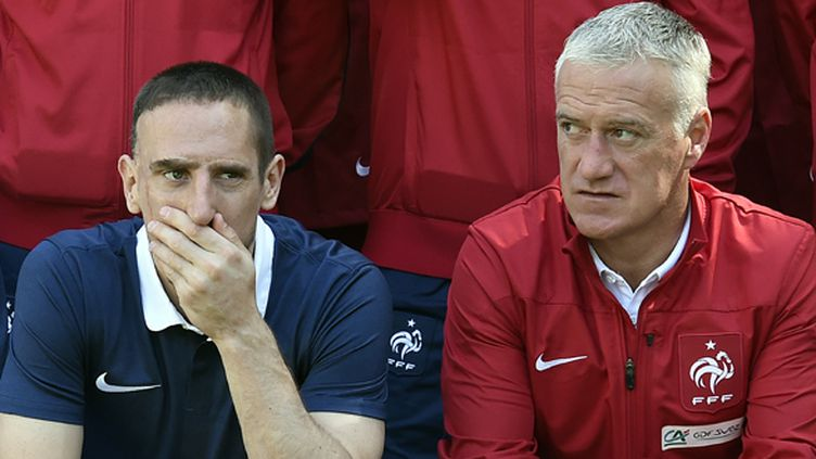 Ribéry aux côtés de Deschamps, à Clairefontaine (FRANCK FIFE / AFP)