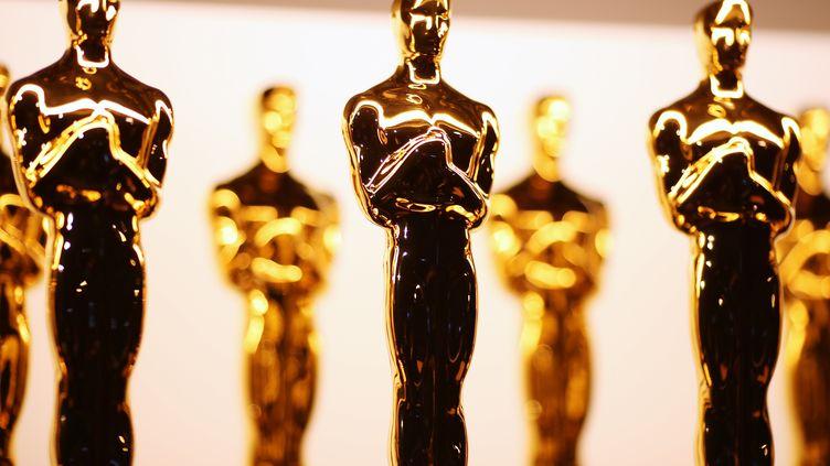 Des statuettes comme récompenses à la cérémonie des Oscar à Hollywood (Californie), le 26 février 2017. (CHRISTOPHER POLK / GETTY IMAGES NORTH AMERICA)