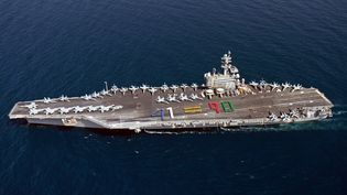 Un porte-avions américain USS George H.W. Bush dans le Golfe persique, le 13 juin 2014. (JUAN DAVID GUERRA / NAVY MEDIA CONTENT SERVICES / AFP)