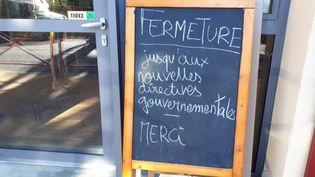Un restaurant fermé suite aux mesures prises à cause du coronavirus, aux Cammazes (Tarn). (PASCALE DANYEL / FRANCE-BLEU OCCITANIE)
