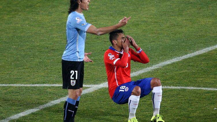 Gonzalo Jara ne jouera plus la moindre minute dans la Copa América 2015. (CLAUDIO REYES / AFP)