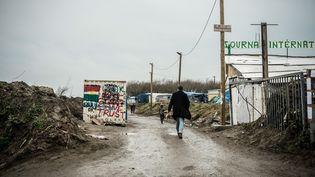 """L'entrée sud de la """"jungle"""" de Calais (Pas-de-Calais), le 20 février 2016. (JULIEN PITINOME / NURPHOTO / AFP)"""