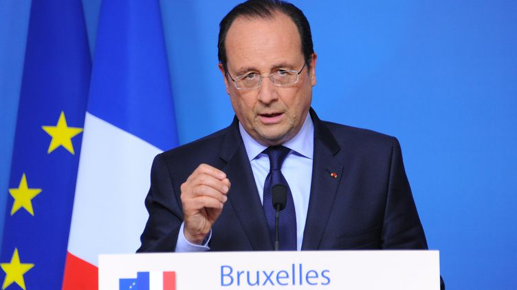 François Hollande donne une conférence de presse à l'issue d'un sommet européen à Bruxelles (Belgique), le 27 mai 2014. (DURSUN AYDEMIR / ANADOLU AGENCY / AFP)
