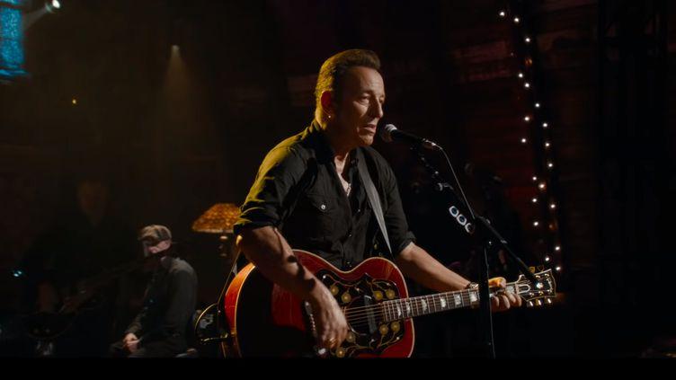 Bruce Springsteen prend la guitare dans le trailer de son film Western Stars. (Warner Bros. Pictures)