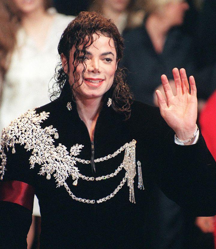 Michael Jackson en mai 1997 à Cannes.  (PATRICK HERTZOG / AFP)