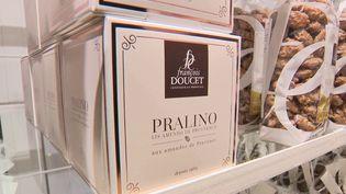 Une centaine de produits fabriqués par des artisans français sera mise à l'honneur à l'Élysée. Parmi eux : des pralines confectionnées uniquement avec des amendes françaises. (FRANCE 2)