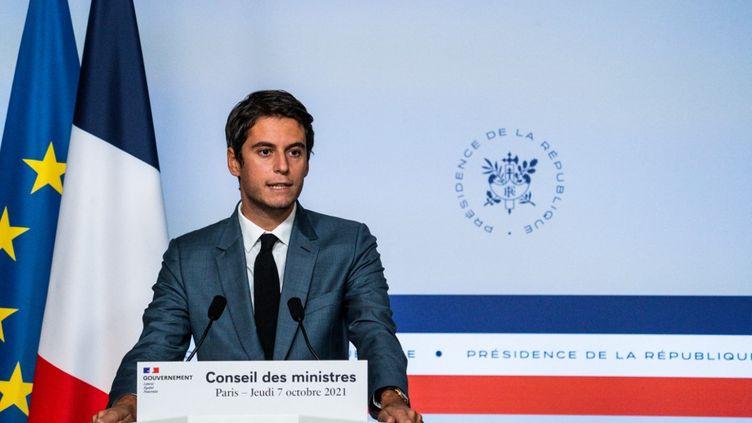 Gabriel Attal, porte-parole du gouvernement, le 7 octobre 2021, à Paris. (XOSE BOUZAS / HANS LUCAS / AFP)