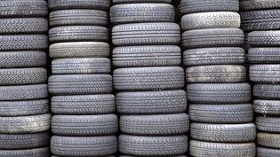 L'homme a crevé plus de 300 pneus en une soirée dans les rues de Cholet (Maine-et-Loire). (JOEL SAGET / AFP)
