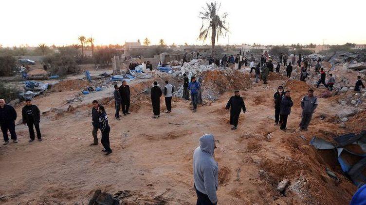 Le site bombardé par l'aviation américaine près Sabrata dans l'ouest de la Libye, le 19 févier 2016 (AFP/ Hazem Turkia / Anadolu Agency)