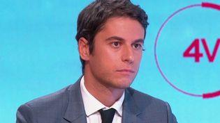 """Le porte-parole du gouvernement Gabriel Attal était l'invité des """"4 Vérités"""" sur France 2, vendredi 22 octobre. (CAPTURE ECRAN FRANCE 2)"""