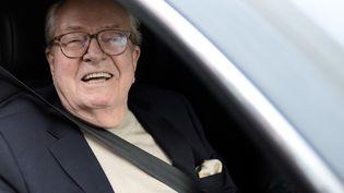 Le président d'honneur du Front National, Jean-Marie Le Pen, à son départ du siège du parti, lundi 4 mai 2015. (STEPHANE DE SAKUTIN / AFP)