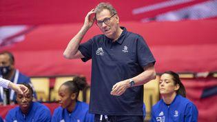 Olivier Krumbholz lors des demi-finales du championnat d'Europe de handball, le 18 décembre 2020. (BO AMSTRUP / EPA/RITZAU SCANPIX)