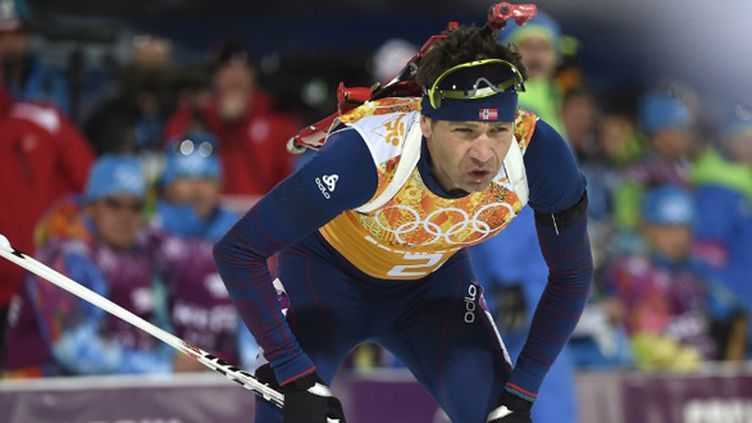 Ole Einar Bjoerndalen est devenu, seul, l'athlète le plus médaillé de l'histoire des JO d'hiver. (ODD ANDERSEN / AFP)