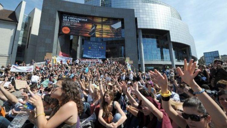 """Les """"indignés"""" français, à la Bastille à Paris, le 29 mai 2011 (AFP/Bertrand GUAY)"""