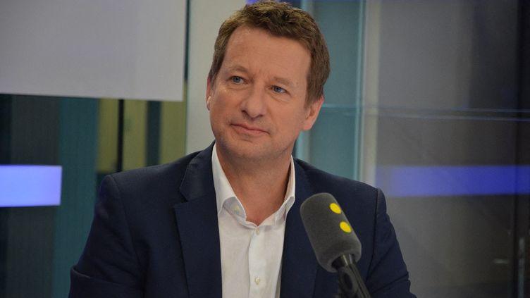 Yannick Jadot, invité de franceinfo, le 1er juin 2017. (JEAN-CHRISTOPHE BOURDILLAT / FRANCEINFO)