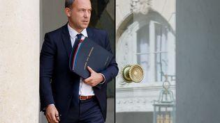 Le secrétaire d'Etat à l'Enfance Adrien Taquet quitte le palais de l'Elysée à Paris, le 29 septembre 2021. (LUDOVIC MARIN / AFP)