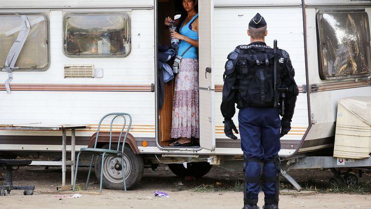 Les forces de l'ordre ont procédé à l'évacuation d'un camp de Roms à Saint-Fons (Rhône), le 6 septembre 2013. (FAYOLLE PASCAL/SIPA)