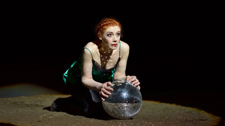 """Patricia Petibon est """"Manon"""" à l'Opéra-Comique, mise en scène Olivier Py (Stefan Brion)"""