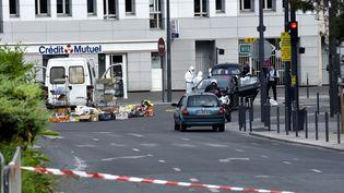 Opération de police à Villejuif (Val-de-Marne), où un laboratoire de fabrication d'explosifs a été découvert, le 6 septembre 2017. (PATRICE PIERROT / CITIZENSIDE / AFP)