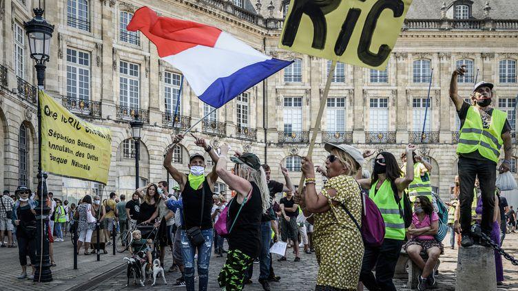 """Mobilisation de """"gilets jaunes"""" à Bordeaux samedi 12 septembre 2020. (PHILIPPE LOPEZ / AFP)"""